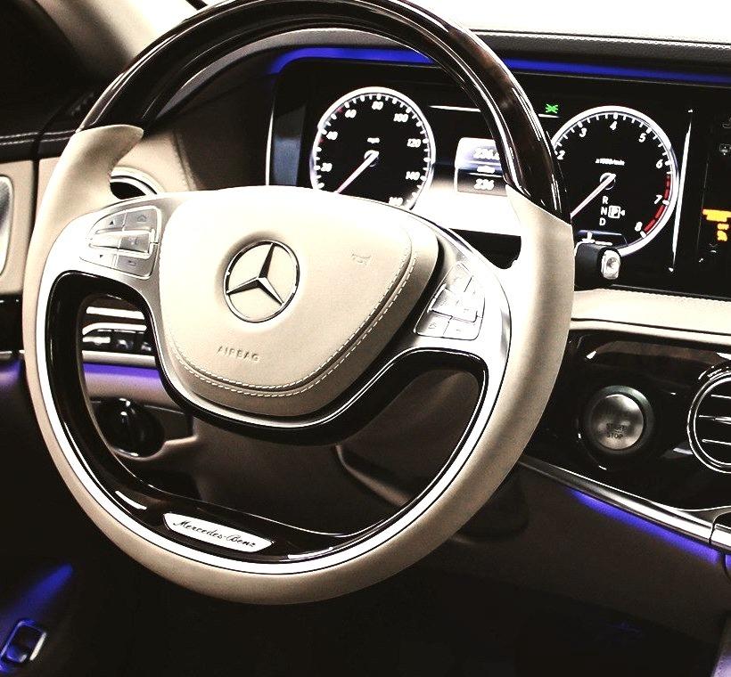 Mercedes-Benz S 550 (Instagram @mbusa)